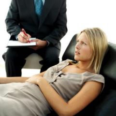 El psicólogo le dice a la aspirante al puesto