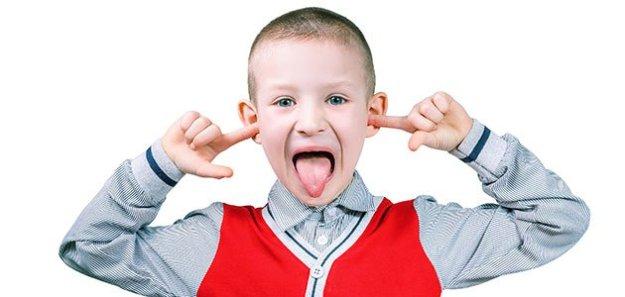 nino-desobedece-saca-lengua-p